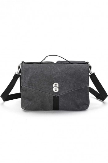qwstion shoulder bag washed black