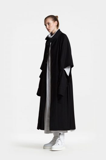 Odeur Studios Collar Long Blazer in black
